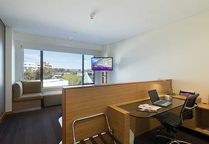 Deluxe Scenic View Accommodation Room | King Room | Crowne Plaza Canberra