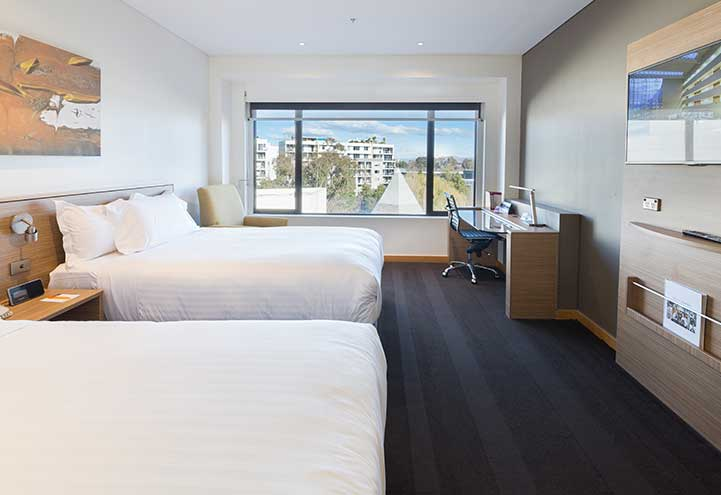 Deluxe Scenic View Accommodation Room | Twin Room | Crowne Plaza Canberra