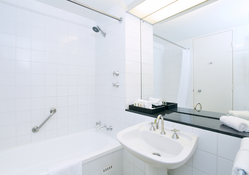 Superior & Deluxe accommodation room | Bathroom | Crowne Plaza Canberra