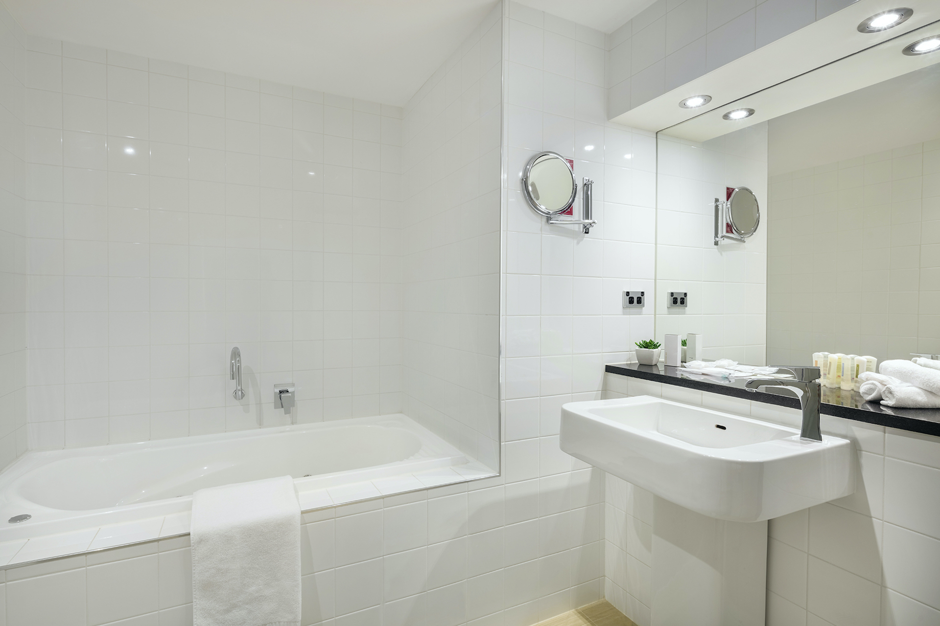 Bathroom in Deluxe Suite Accommodation Room | Crowne Plaza Canberra