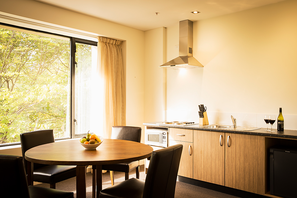 Deluxe_Suite_Dining_Kitchen_1
