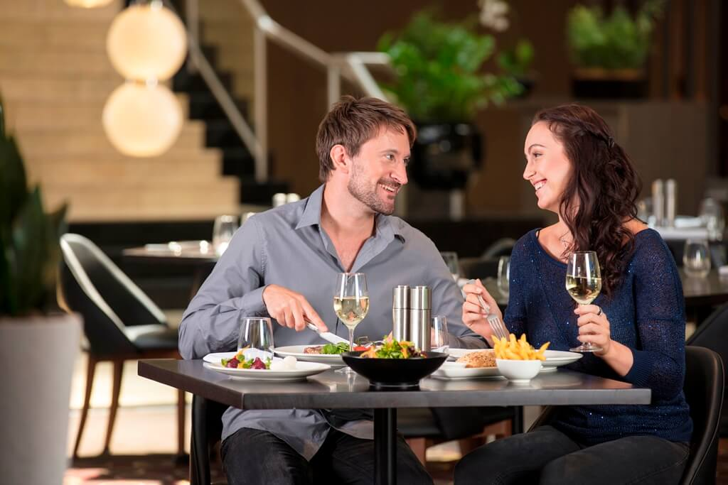 Image 3_Lifestyle_Redsalt_Dinner