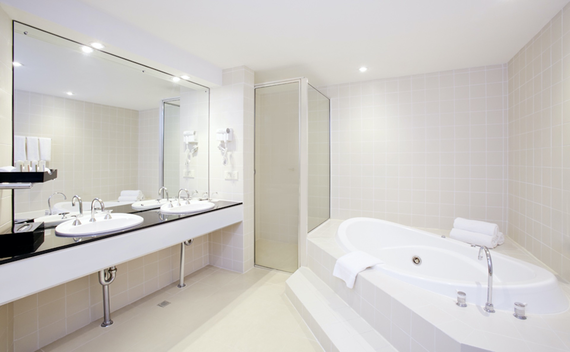 Presidential Suite Accommodation | Bathroom | Crowne Plaza Canberra