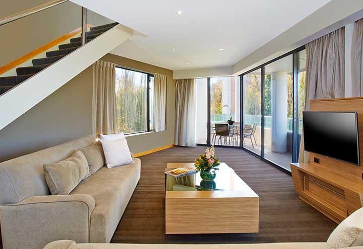 Presidential_Suite_Loungeroom---optimised