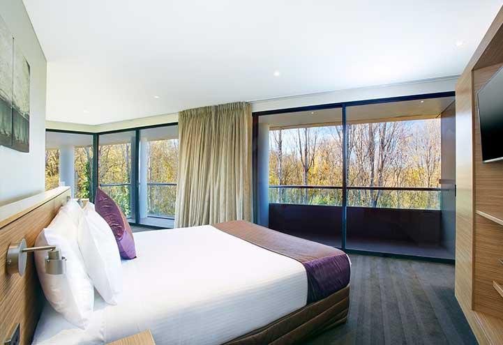 Presidential_Suite_bedroom-optimised