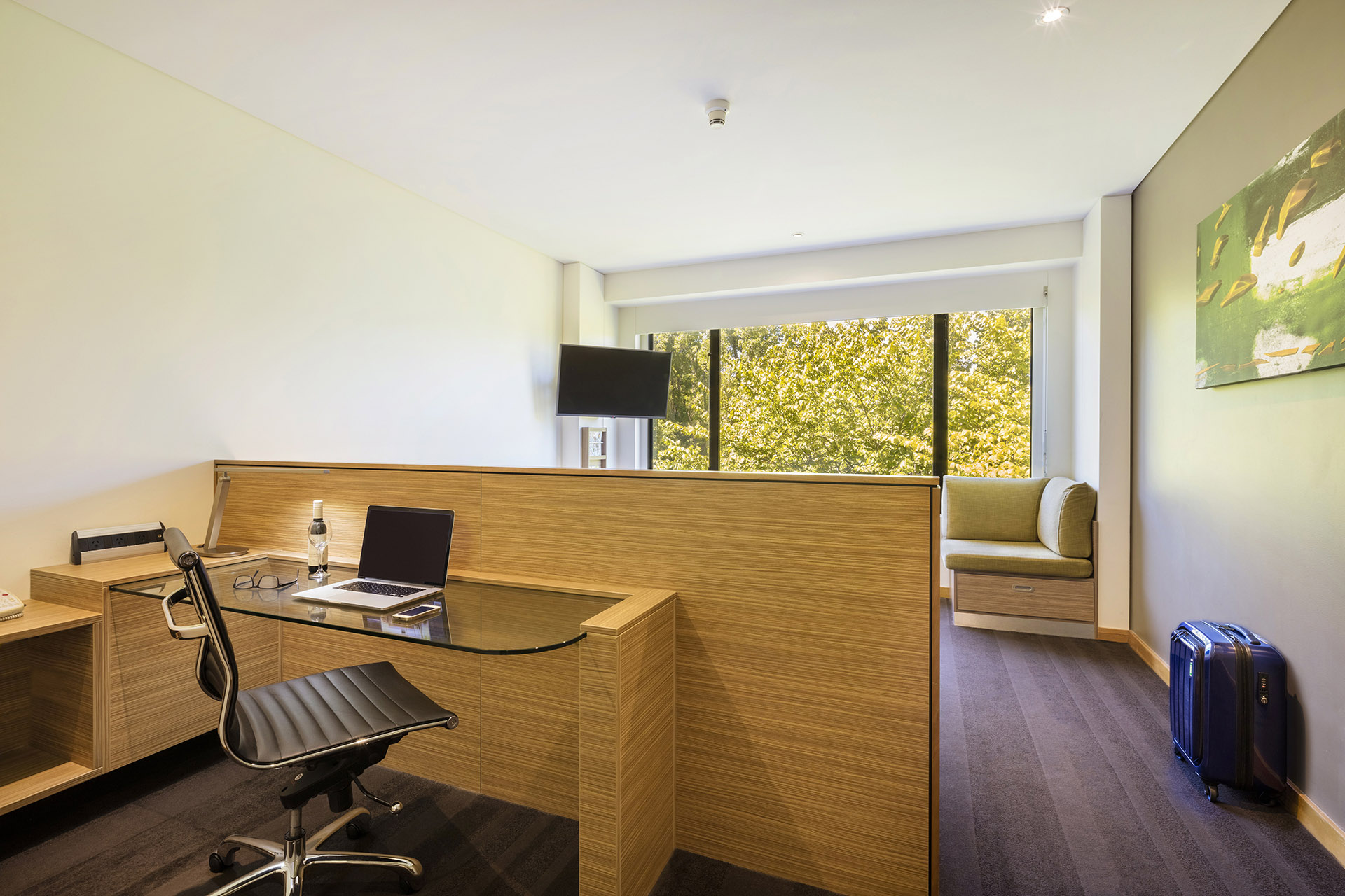 Deluxe Park View Accommodation Crowne Plaza Canberra