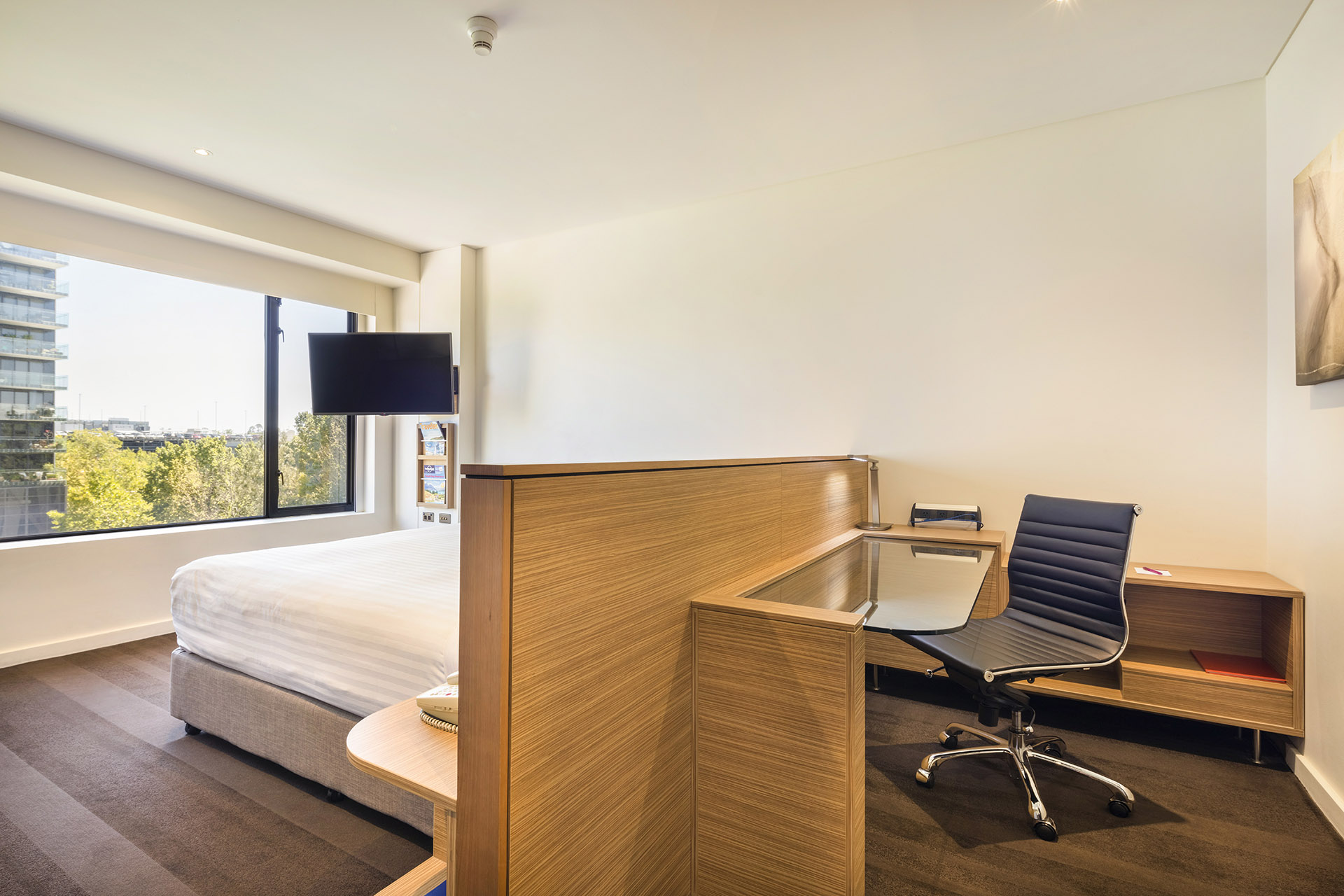Superior accommodation room | King Bed | Crowne Plaza Canberra