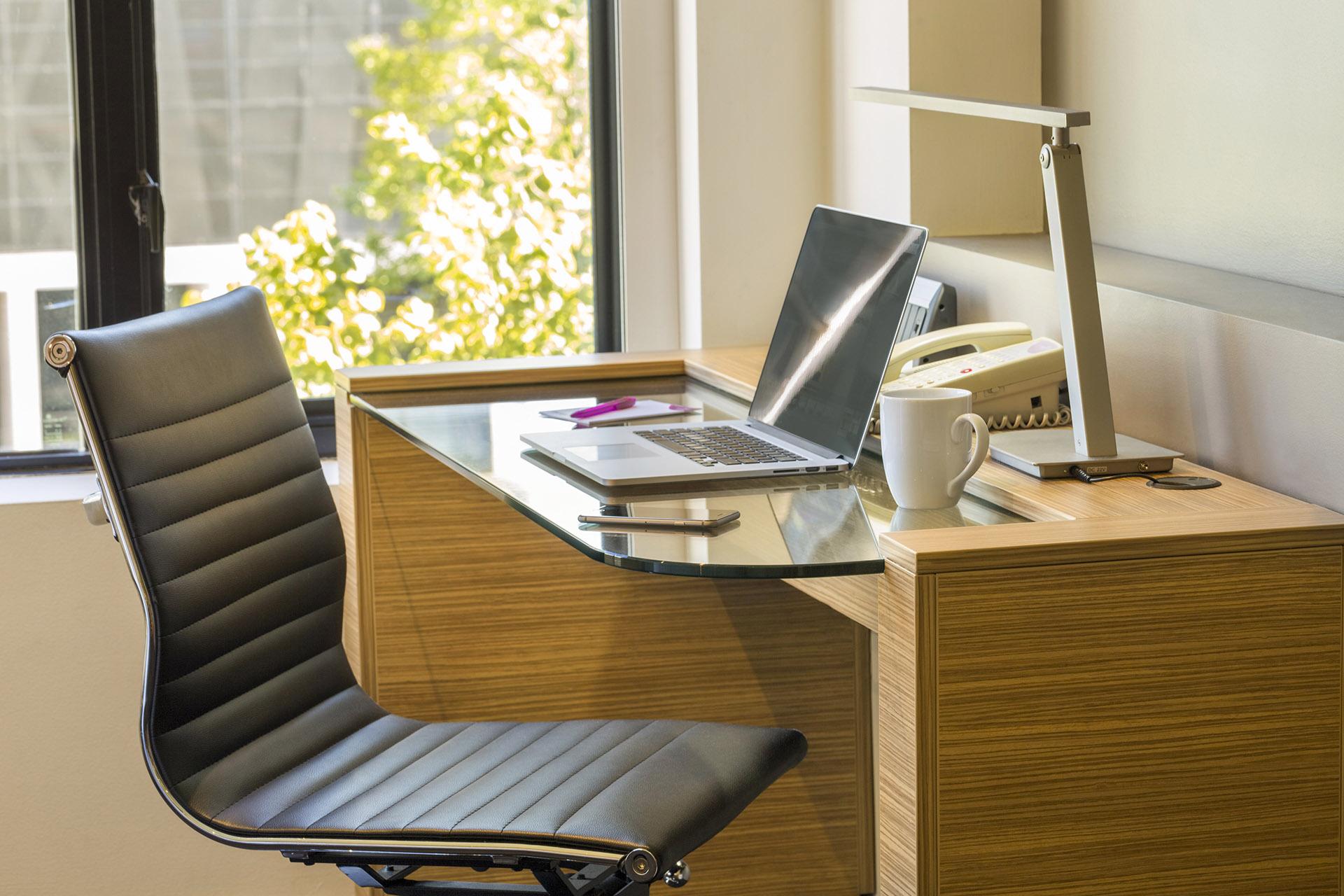 Superior accommodation room | Work Zone | Crowne Plaza Canberra