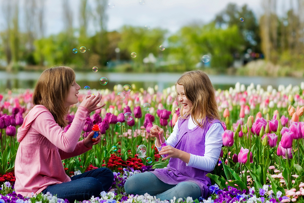 Capturing Floriade with 2 girls in Commonwealth Park, Canberra via VisitCanberra